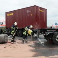 02-07-2014-a7-nersingen-unfall-lkw-verletzte-pkw-feuerwehr-zwiebler-new-facts-eu20140702_0010
