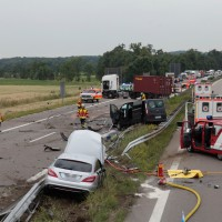 02-07-2014-a7-nersingen-unfall-lkw-verletzte-pkw-feuerwehr-zwiebler-new-facts-eu20140702_0014
