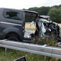 02-07-2014-a7-nersingen-unfall-lkw-verletzte-pkw-feuerwehr-zwiebler-new-facts-eu20140702_0016