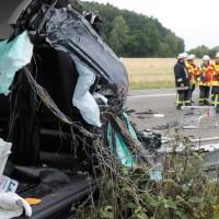 02-07-2014-a7-nersingen-unfall-lkw-verletzte-pkw-feuerwehr-zwiebler-new-facts-eu20140702_0017