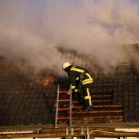 03-07-2014-unterallgaeu-babenhausen-brand-dachgeschoss-feuerwehr-poppel-new-facts-eu20140703_0038