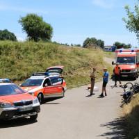 03-07-2014-unterallgaeu-groenenbach-pkw-radfahrer-lebensgefahr-unfall-rettungshubschrauber-notarzt-polizei-poppel-new-facts-eu20140703_0004