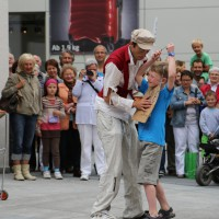 05-07-2014-memmingen-strassenkuenstler-memminger-meile-poeppel-new-facts-eu20140705_0042
