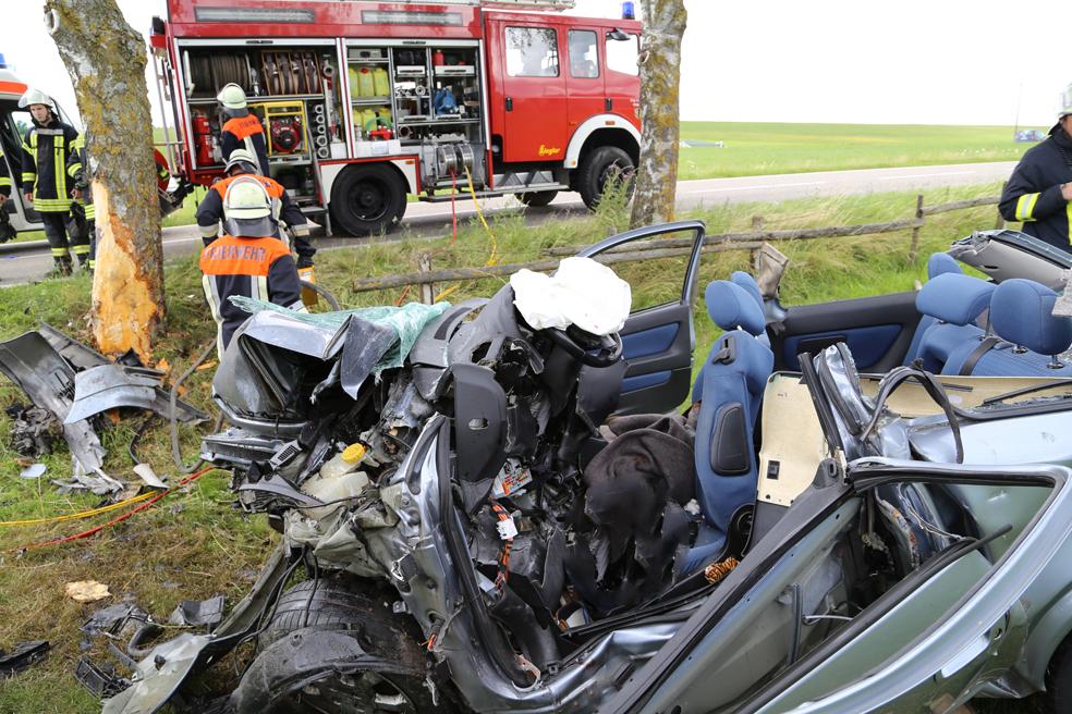14-07-2014-unterallgaeu-ottobeuren-attenhausen-unfall-schwer-eingeklemmt-feuerwehr-groll-new-facts-eu_014