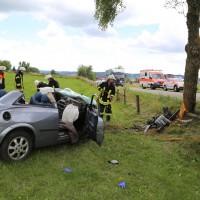 14-07-2014-unterallgaeu-ottobeuren-attenhausen-unfall-schwer-eingeklemmt-feuerwehr-groll-new-facts-eu_019