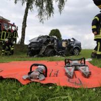 14-07-2014-unterallgaeu-ottobeuren-attenhausen-unfall-schwer-eingeklemmt-feuerwehr-groll-new-facts-eu_021