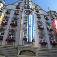 15-07-2014-memmingen-juden-fahne-angezuendet-anschlag-rathaus-groll-new-facts-eu20140715_0004