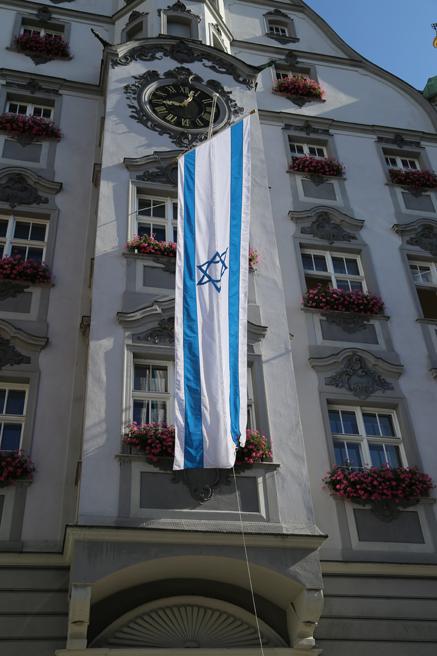 15-07-2014-memmingen-juden-fahne-angezuendet-anschlag-rathaus-groll-new-facts-eu20140715_0005