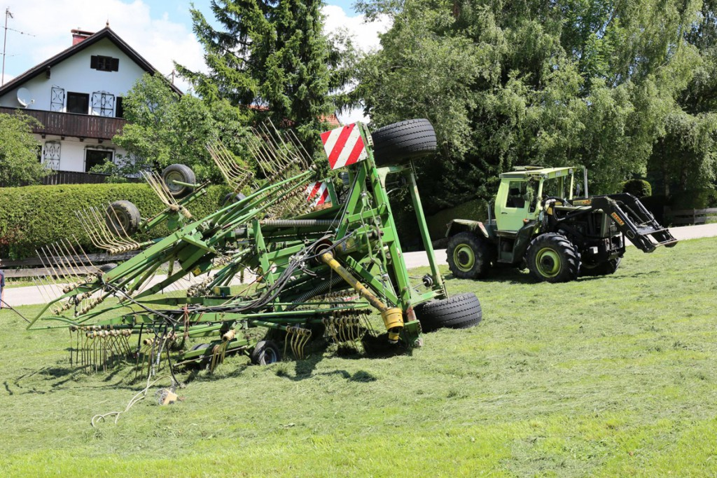 16-07-2014-ostallgaeu-eggenthal-traktor-unfall-feuerwehr-bringezu-new-facts-eu20140716_0001