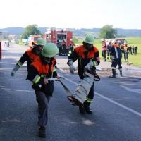 19-07-2014-ostallgaeu-immenhofen-brand-strohballen-anhaenger-feuerwehr-bringezu-new-facts-eu20140719_0003