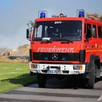19-07-2014-ostallgaeu-immenhofen-brand-strohballen-anhaenger-feuerwehr-bringezu-new-facts-eu20140719_0021