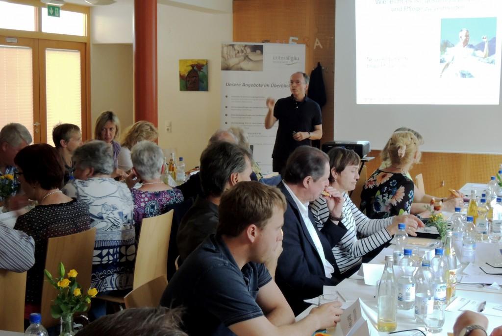 Jürgen Schuster sprach mit den Seniorenbeauftragten der Unterallgäuer Gemeinden über das Thema Prävention. Foto: Landratsamt/Hubert Plepla