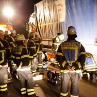 25-07-2014-a96-memmingen-holzguenz-lkw-fahrer-eingeklemmt-feuerwehr-poeppel-new-facts-eu (9)