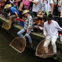 26-07-2014-memmingen-fischertag-fischen-wiegen-koenigsforelle-peta-poeppel-new-facts-eu20140726_0225