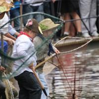 26-07-2014-memmingen-fischertag-fischen-wiegen-koenigsforelle-peta-poeppel-new-facts-eu20140726_0309