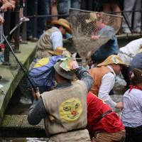 26-07-2014-memmingen-fischertag-fischen-wiegen-koenigsforelle-peta-poeppel-new-facts-eu20140726_0316