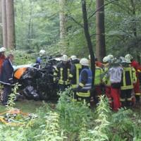 27-07-2014-biberach-gutenzell-huerbel-pkw-baum-feuerwehr-new-facts-eu (1)