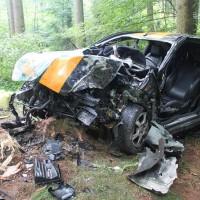 27-07-2014-biberach-gutenzell-huerbel-pkw-baum-feuerwehr-new-facts-eu