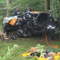 27-07-2014-biberach-gutenzell-huerbel-pkw-baum-feuerwehr-new-facts-eu (3)