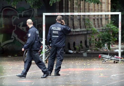 Polizei vor der Gerhart-Hauptmann-Schule in Berlin-Kreuzberg am 01.07.2014, über dts Nachrichtenagentur