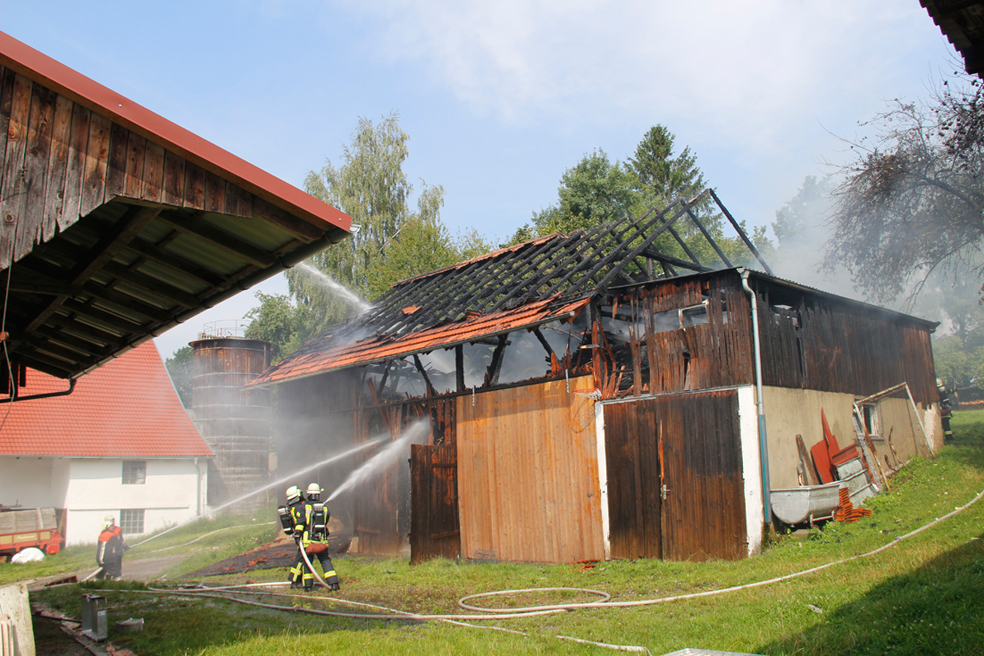 02-08-2014-unterallgaeu-greimeltshofen-brand-stadel-feuerwehr-wis-new-facts-eu_008