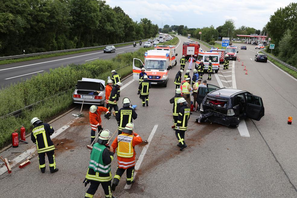 05-08-2014-a7-illertal-rasstaette-altenstadt-dettingen-unfall-feuerwehr-groll-new-facts-eu (8)