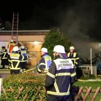 12-08-2014-memmingen-brand-riedbachstrasse-pavillion-hasenstall-feuerwehr-poeppel-new-facts-eu
