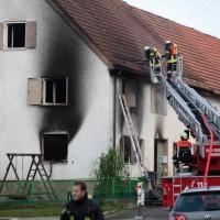 22-08-2014-guenzburg-ziemetshausen-brand-wohnung-kinder-familie-lebensgefahr-feurwehr-zwiebler-new-facts-eu009