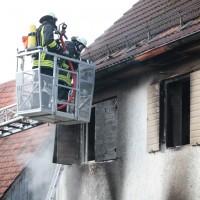 22-08-2014-guenzburg-ziemetshausen-brand-wohnung-kinder-familie-lebensgefahr-feurwehr-zwiebler-new-facts-eu015