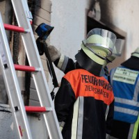 22-08-2014-guenzburg-ziemetshausen-brand-wohnung-kinder-familie-lebensgefahr-feurwehr-zwiebler-new-facts-eu042