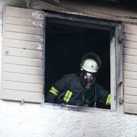 22-08-2014-guenzburg-ziemetshausen-brand-wohnung-kinder-familie-lebensgefahr-feurwehr-zwiebler-new-facts-eu053