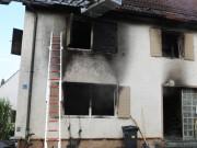 22-08-2014-guenzburg-ziemetshausen-brand-wohnung-kinder-familie-lebensgefahr-feurwehr-zwiebler-new-facts-eu079
