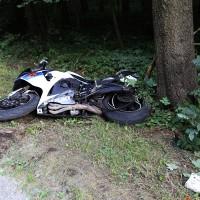23-08-2014-memmingen-dickenreishausen-unfall-motorrad-baum-rollsplitt-rettungsdienst-polizei-groll-new-facts-eu (1)