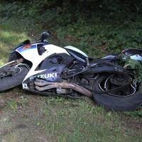 23-08-2014-memmingen-dickenreishausen-unfall-motorrad-baum-rollsplitt-rettungsdienst-polizei-groll-new-facts-eu (2)