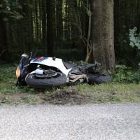 23-08-2014-memmingen-dickenreishausen-unfall-motorrad-baum-rollsplitt-rettungsdienst-polizei-groll-new-facts-eu (3)