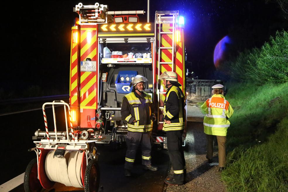 26-08-2014-a96-mindelheim-stetten-unfall-transporter-regen-pkw-feuerwehr-poeppel-new-facts-eu (9)