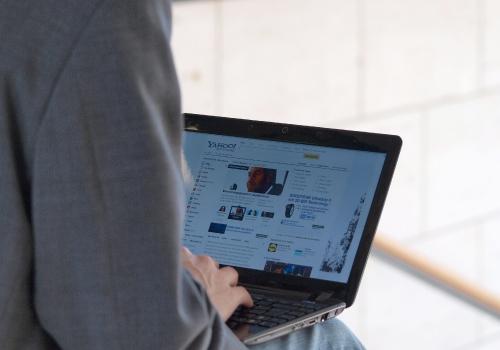 Nutzer an einem Computer, über dts Nachrichtenagentur
