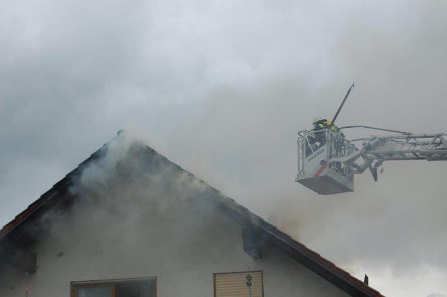 21-09-2014-memmingen-egelsee-brand-wohnhaus-dachstuhl-feuerwehr-new-facts-eu (17)