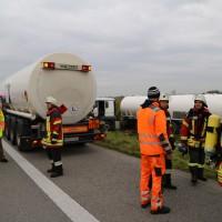 26-09-2014-a7-woringen-groenenbach-gefahrgut-tanklastzug-unfall-umpumpen-bergung-feuerwehr-poeppel-new-facts-eu (16)