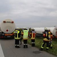 26-09-2014-a7-woringen-groenenbach-gefahrgut-tanklastzug-unfall-umpumpen-bergung-feuerwehr-poeppel-new-facts-eu (26)