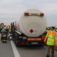 26-09-2014-a7-woringen-groenenbach-gefahrgut-tanklastzug-unfall-umpumpen-bergung-feuerwehr-poeppel-new-facts-eu (27)