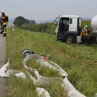 26-09-2014-a7-woringen-groenenbach-gefahrgut-tanklastzug-unfall-umpumpen-bergung-feuerwehr-poeppel-new-facts-eu (5)