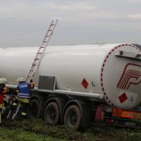26-09-2014-a7-woringen-groenenbach-gefahrgut-tanklastzug-unfall-umpumpen-bergung-feuerwehr-poeppel-new-facts-eu (55)