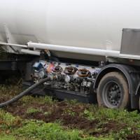 26-09-2014-a7-woringen-groenenbach-gefahrgut-tanklastzug-unfall-umpumpen-bergung-feuerwehr-poeppel-new-facts-eu (9)