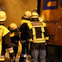 26-09-2014-a96-kohlbergtunnel-erkheim-stetten-lkw-unfall-schwer-rettungsdienst-polizei-feuerwehr-poeppel-new-facts-eu (12)