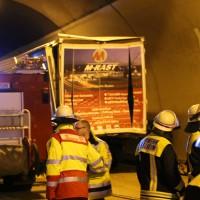 26-09-2014-a96-kohlbergtunnel-erkheim-stetten-lkw-unfall-schwer-rettungsdienst-polizei-feuerwehr-poeppel-new-facts-eu (2)