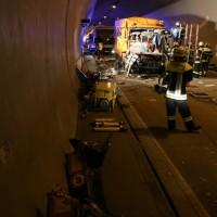 26-09-2014-a96-kohlbergtunnel-erkheim-stetten-lkw-unfall-schwer-rettungsdienst-polizei-feuerwehr-poeppel-new-facts-eu (45)