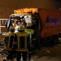 26-09-2014-a96-kohlbergtunnel-erkheim-stetten-lkw-unfall-schwer-rettungsdienst-polizei-feuerwehr-poeppel-new-facts-eu (49)