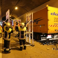 26-09-2014-a96-kohlbergtunnel-erkheim-stetten-lkw-unfall-schwer-rettungsdienst-polizei-feuerwehr-poeppel-new-facts-eu (5)