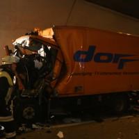 26-09-2014-a96-kohlbergtunnel-erkheim-stetten-lkw-unfall-schwer-rettungsdienst-polizei-feuerwehr-poeppel-new-facts-eu (56)